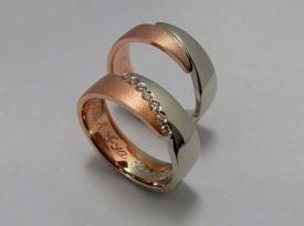 Unikatni poročni prstan, rdeče in belo zlato.