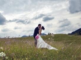 Poroka, poročna obleka, poročni šopek, poročni fotograf