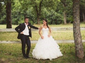 Poročno fotografiranje mladoporočencev.