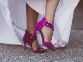 Poročni čevlji, poročni dodatek, poročna obleka.