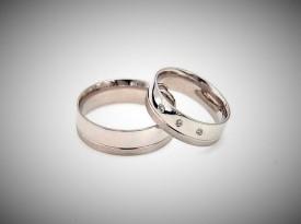 Poročni prstan, poročna prstana iz belega zlata.