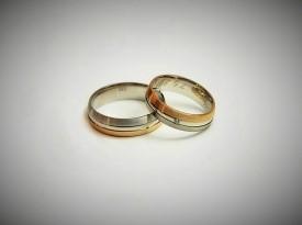 Poročna prstana narejena po meri.