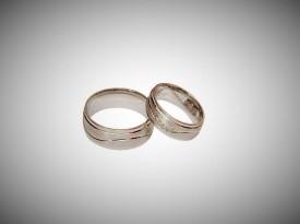Poročna prstana zanjo in zanj.
