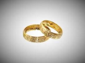 Poročna prstana narejena iz rumenega zlata.