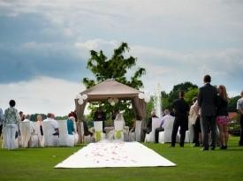 Poroka na prostem v Termah 3000.