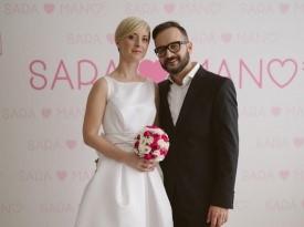 Sara in Mano, poročna fotografija, poročno fotografiranje, poročna obleka, poročni šopek.