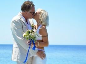 Poroka ob morju, poročni šopek, poročna obleka, Zaobljuba.si