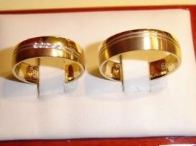 Poročna prstana iz zlata.