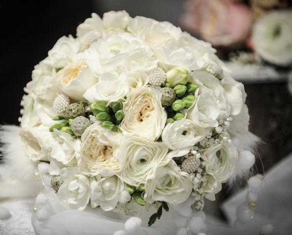 Bel poročni šopek.