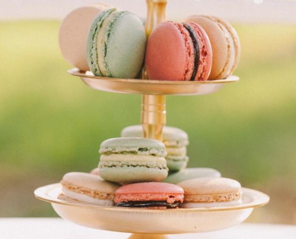 macarons, makroni, barviti kolački, poroka, zaobljuba, poročna sladica