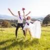 Poročno fotografiranje na travniku, poročni fotograf, poročna fotografija