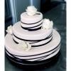 Črno-belo poročna torta