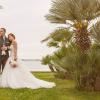Poročno fotografiranje na obali.