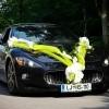 Poročna dekoracija avtomobila.