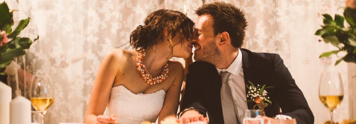 poroka, navidezna poroka, poročni par, dvor jezeršek, poročni prostor, sanjska obleka, nevesta, ženin